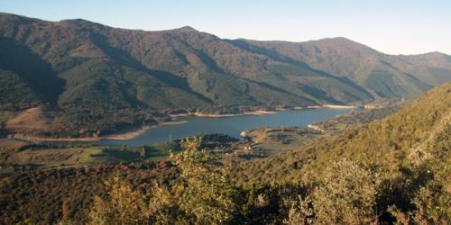 Embalse y montes de Ordunte en el coto de caza del Valle de Mena
