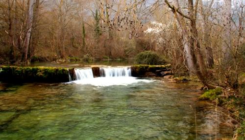 El río Cadagua a su paso por Lezana de Mena