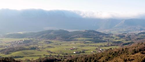 Panorámica de Monte Redondo y La Peña, en el coto de caza del Valle de Mena
