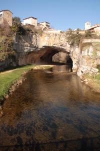 El río Nela a su paso por Puentedey