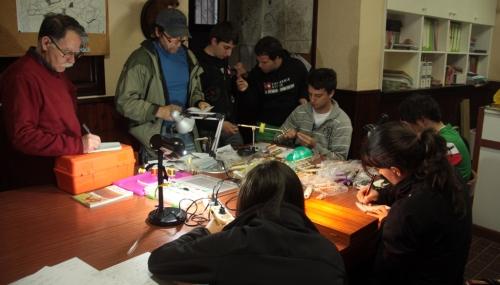 Curso de montaje de moscas del Club de Caza y Pesca del Valle de Mena