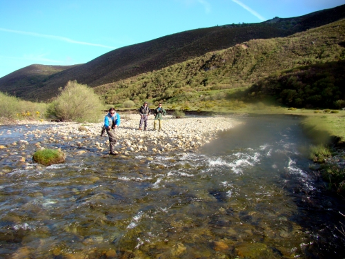 Club de Caza y Pesca del Valle de Mena de pesca en el coto de Pineda